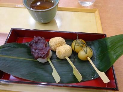 151204両口屋是清栄店①、3色だんご (コピー).JPG